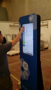 interactuando-interactiva-pantallas-tactiles
