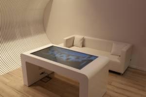 interactuando-mesa-interactiva-retroproyeccion