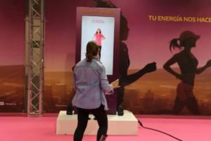 Carrera-Mujer-Renault-interactuando