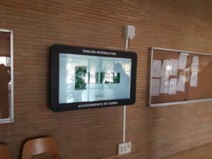 i-Touch-ayuntamiento-camas-interactuando